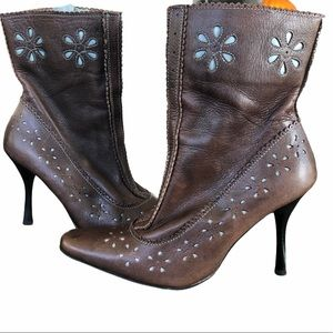 Ladies Vintage Leather 90's Ankle Boots